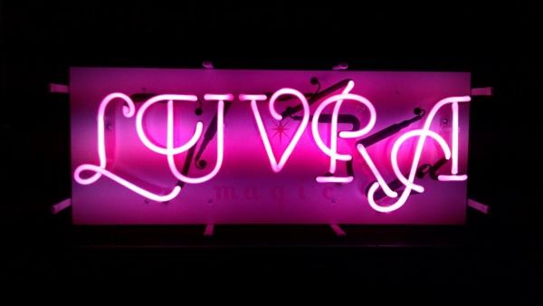 LUVRA オリジナルネオンサイン